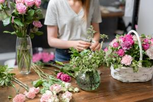 florist working at table
